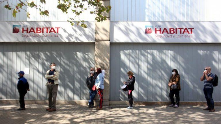 Chilenos hacen pedazos desempeño de las AFPs: Un 79,2% dice que lo han hecho mal