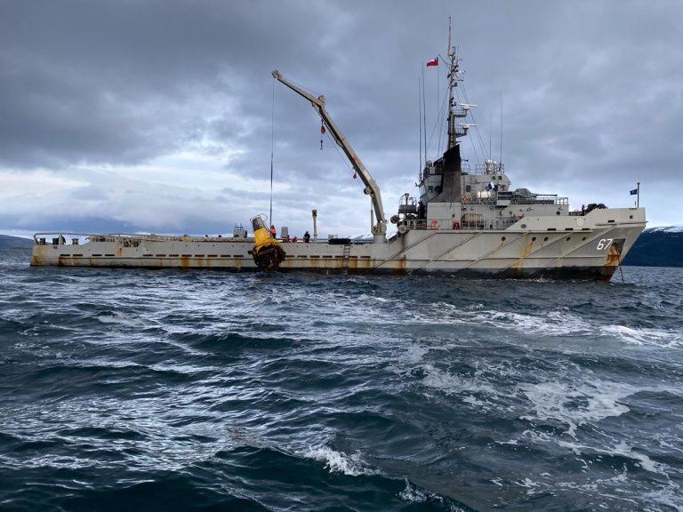 Armada repara boya que marca frontera marítima en el Canal Beagle