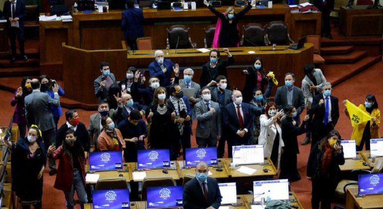"""Así informa la prensa mundial sobre 10%: """"Chile: Diputados aprueban reforma pensiones tras incidentes"""""""