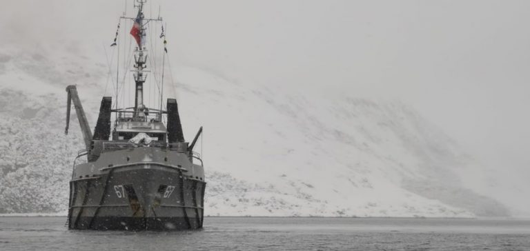 Bajo clima extremo nave de la Armada culmina mantenimiento de  señales marítimas en el Beagle
