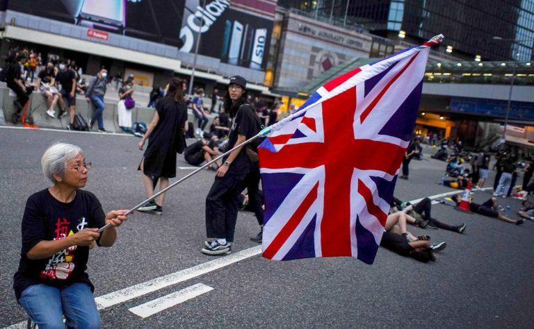 China amenaza a Inglaterra por beneficios a ex súbditos de Hong Kong