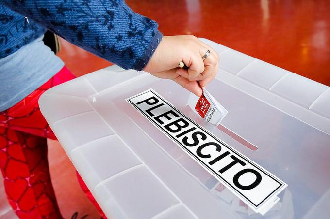 Estudio revela que a pesar de un rebrote de COVID, un 71% de los chilenos ira a votar en el plebiscito