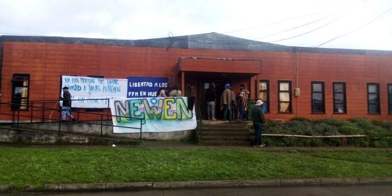 Sigue el toletole en La Araucanía: Mapuche se toman la alcaldía de Tirúa