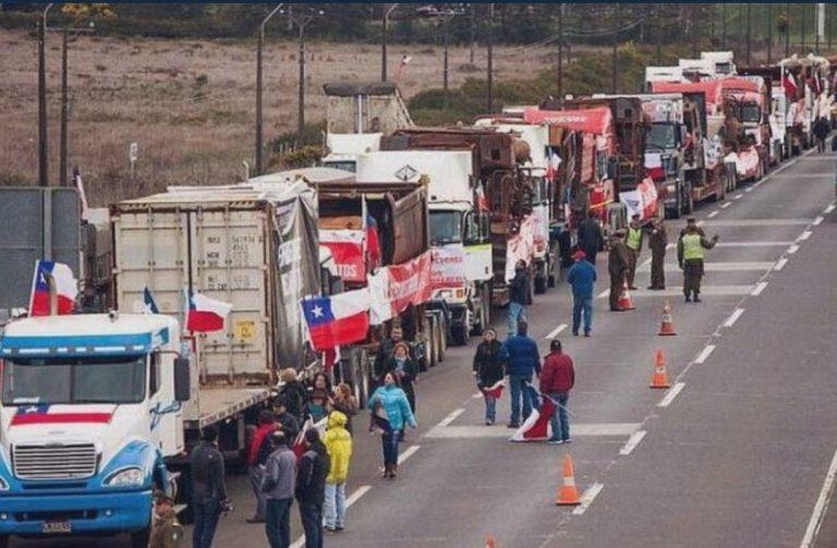 """Diputado Ascencio dice que Gobierno está actuando como """"cómplice pasivo"""" por paro de camioneros"""
