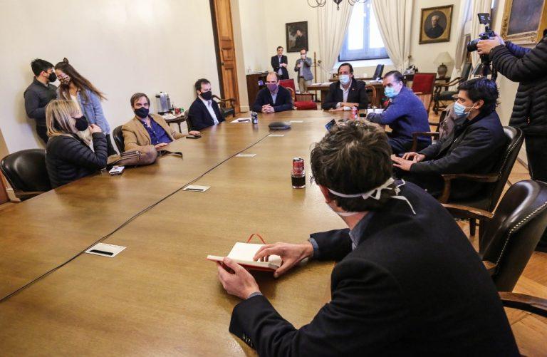 """Gobierno continúa ampliando el """"nuevo trato"""" con Chile Vamos"""