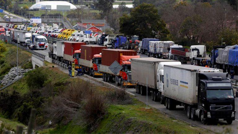 """Agencia de EEUU alerta: """"Chile: Camioneros completan 4 días de huelga sin acuerdo"""""""
