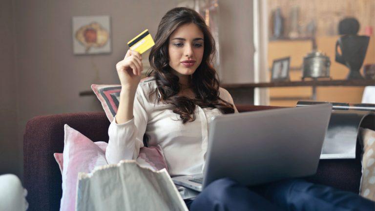 """Cyberday: Ola de consumo por el 10% y posibles caídas en sistemas de pagos crearán la """"tormenta perfecta"""""""