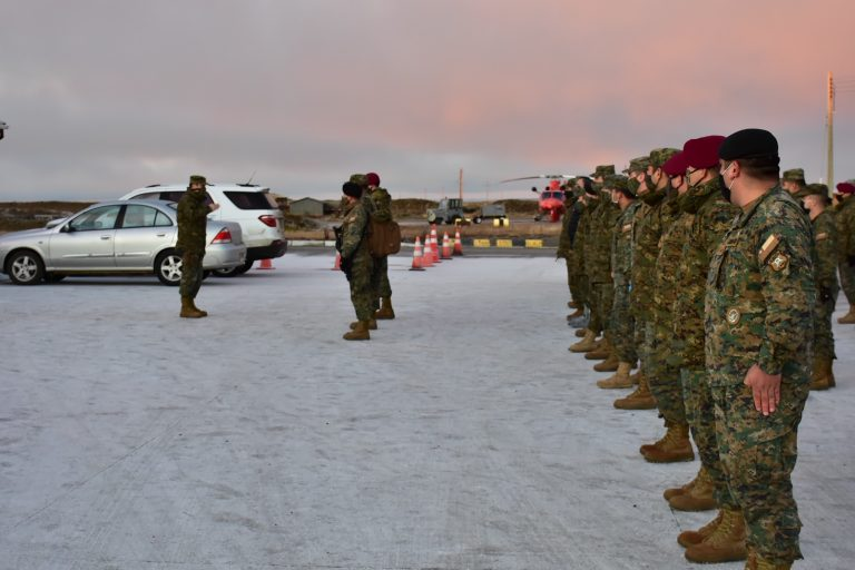 Soldados de la V División del Ejército regresan a sus unidades en Magallanes tras prestar apoyo en el norte por la emergencia sanitaria