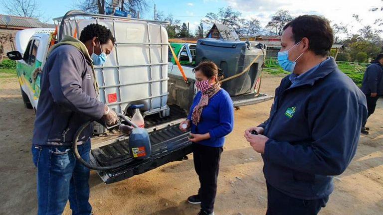 Municipalidad de Peñaflor entrega parafina gratis a vecinos de la comuna