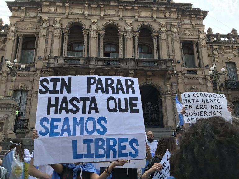 """Argentina: Banderazo y protestas contra """"Los Fernández"""""""