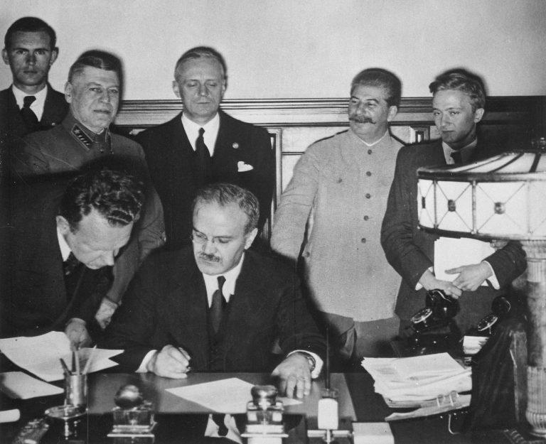 Rusia vuelve a maquillar la historia: Ignora acuerdo con los nazis en 1939 y niega invasión a Polonia