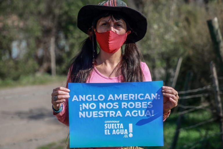 """Greenpeace denuncia a Anglo American en medio de la crisis hídrica: """"Está quitando agua de mar a cordillera"""""""