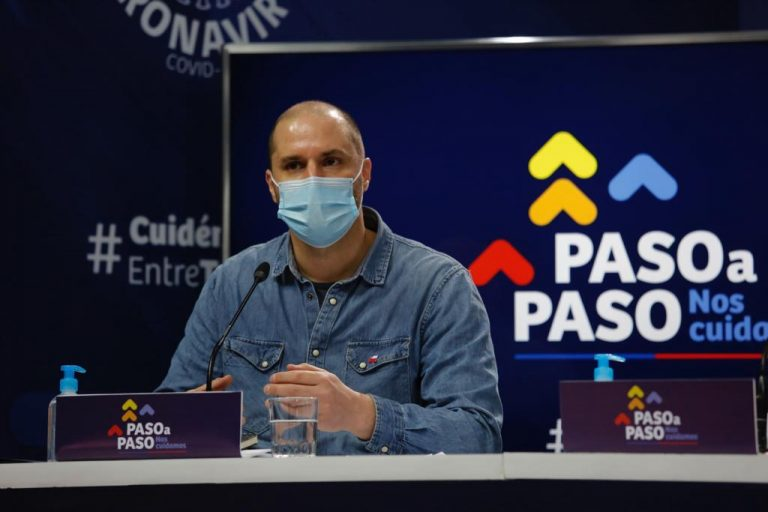 """2.077 casos nuevos  de Coronavirus en Chile y Gobierno acusa el golpe por cuestionado y ahora tambaleante plan """"Fondéate en tu Casa"""""""