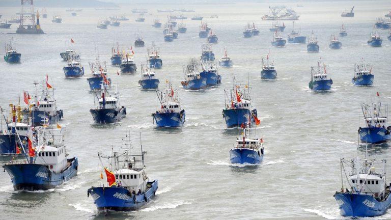Depredación de Pacífico: Megaflota pesquera China se acerca a las aguas del Perú… y sigue navegando al sur hacia Chile