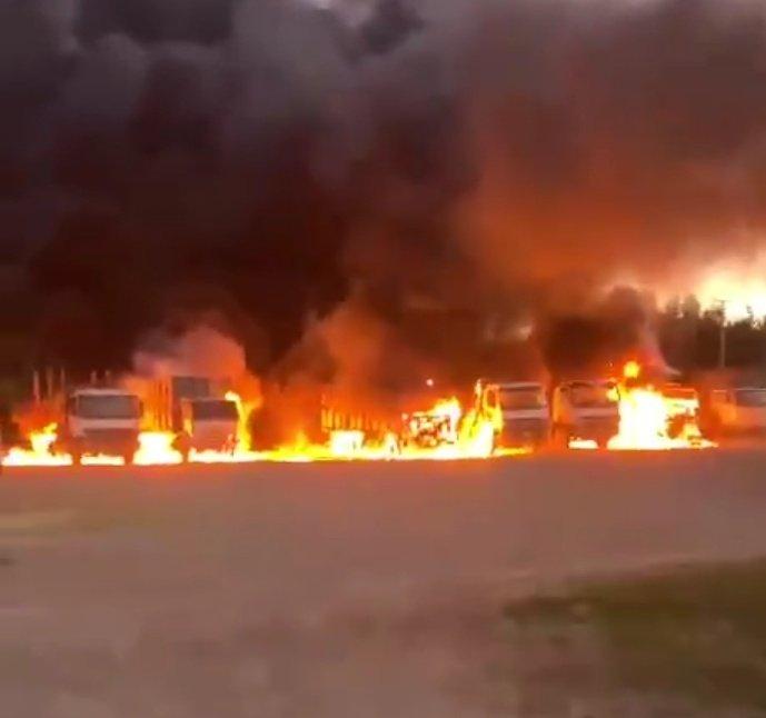 Nuevo ataque incendiario deja 15 camiones quemados en Angol