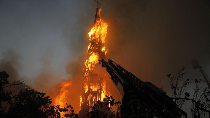 Dos Iglesias quemadas, saqueos y desmanes echan abajo la celebración  del 18-O