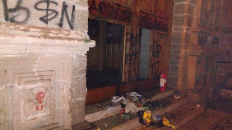 Manifestaciones siguen en La Serena: Intentan quemar iglesia y el ingreso al parque Coll