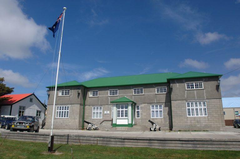 Nuevo choque entre Argentina y Reino Unido tras declaración de la OEA que pide reanudar negociaciones por las Falklands