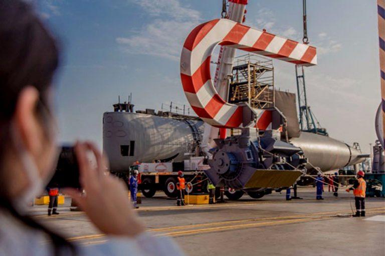 Perú: SIMA entrega 5 lanchas de transporte e instala motor a submarino Chipana