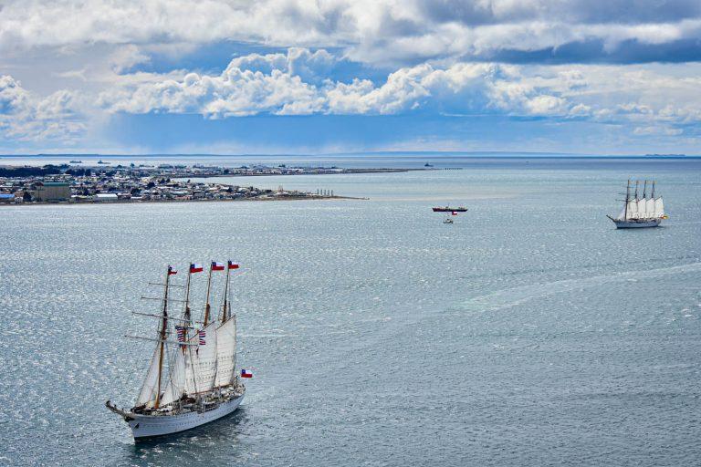 En Punta Arenas la Armada conmemora los 500 años del descubrimiento del Estrecho de Magallanes