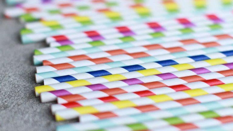 Bombillas plásticas en envases serán reemplazadas por otras de 95% de papel