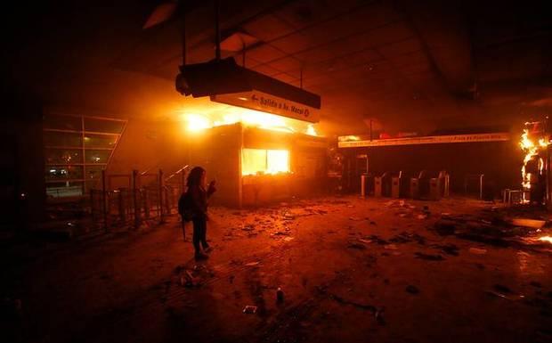 Tribunal absuelve a tío y sobrino acusados de incendiar estación Pedrero tras estallido social