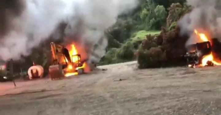 Nuevos ataques incendiarios en el sur dejan maquinaria forestal y vehículos quemados