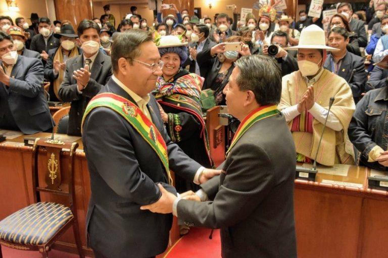 """Arce asume la presidencia de Bolivia con llamado a """"reconstruir nuestra patria en unidad"""""""