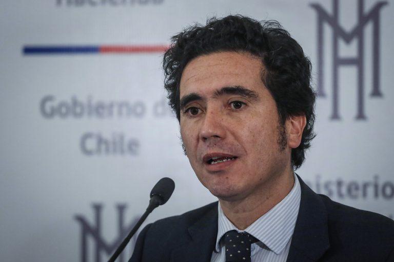 Ministro de Hacienda insiste en pago de impuestos sobre el retiro de 10% de los fondos desde las AFP