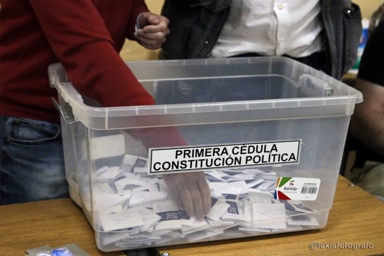Encuesta revela que la gente de la calle NO quiere a los políticos de partido en la Constituyente