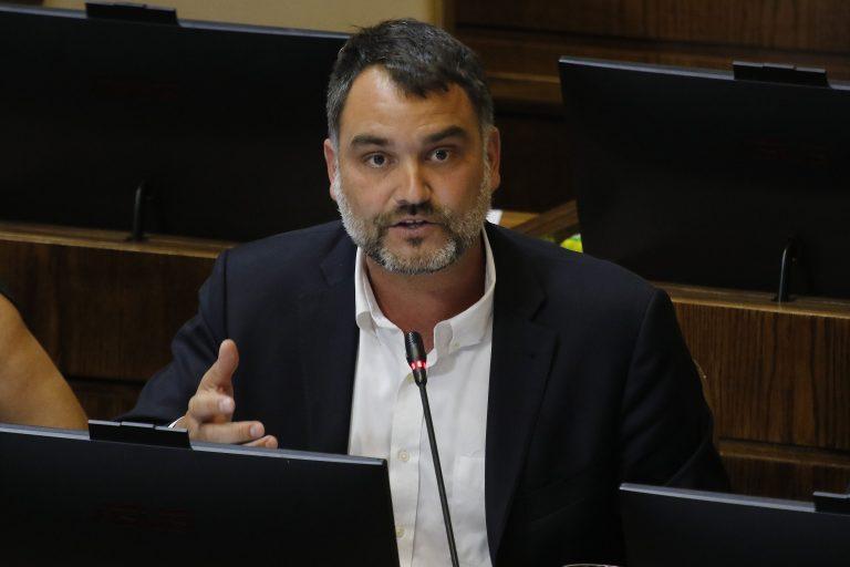 """Diputado Macaya trata de """"zurdo"""" a nuevo general director de Carabineros"""