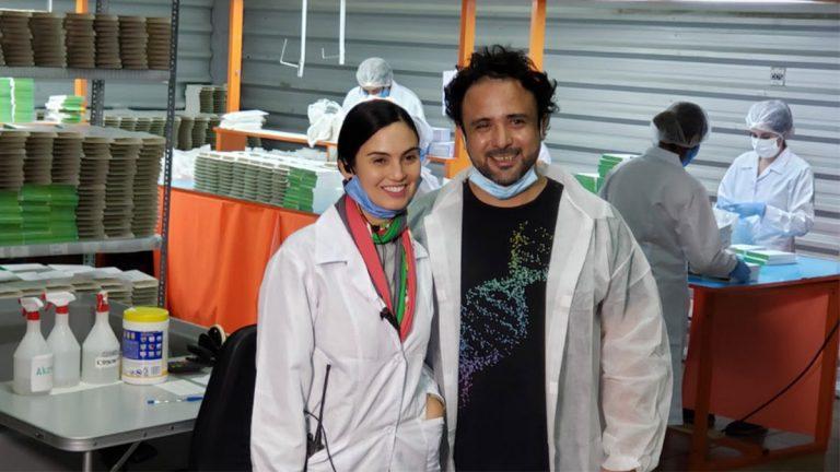 Chilenos reciben llave de Miami por su aporte contra la pandemia