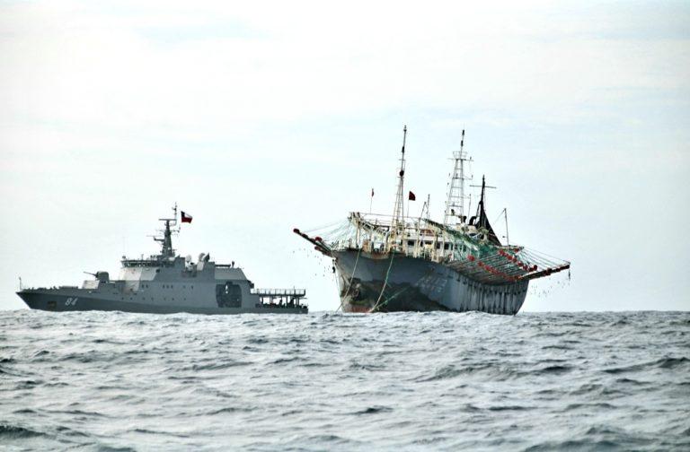 Armada confirma que flota pesquera china ya navega frente a costas chilenas rumbo al Atlántico