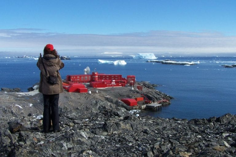Impacto mundial por brote de Covid-19 en base antártica chilena