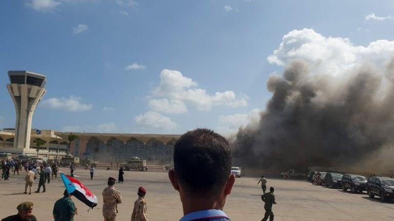 Gobierno de Yemen acusa a Irán por el sangriento ataque en aeropuerto de Adén