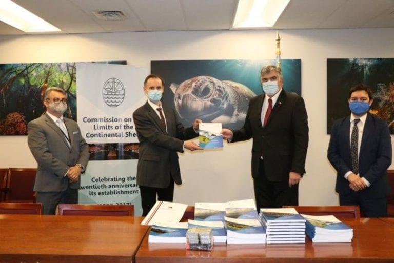 Chile entregó a la ONU informe de plataforma continental extendida para Rapa Nui aunque el de la Antártica sigue en espera
