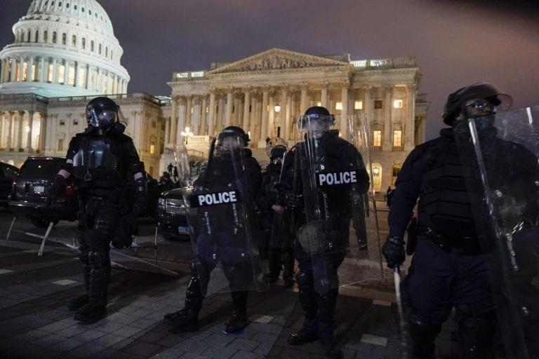 EEUU: Tres republicanos de la Cámara de Representantes apoyan el juicio político a Trump