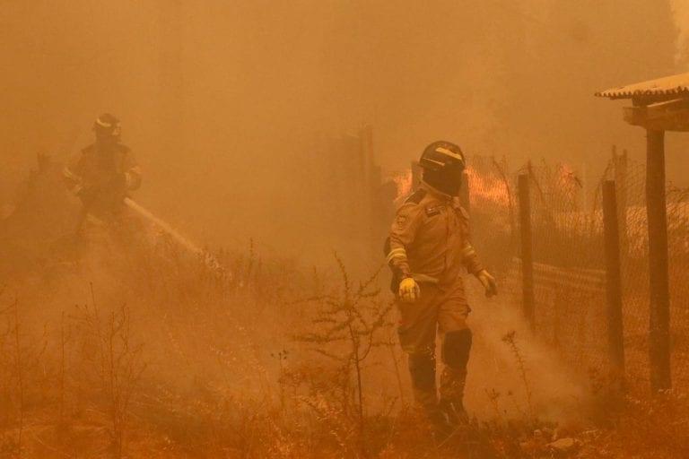 Dos incendios en Valparaíso continúan activos, consumiendo más de 2.000 hectáreas