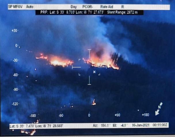 Primeras imágenes del Avión P-295 de la Armada que detecta focos nocturnos del incendio en Quilpué