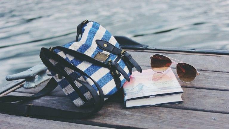 Lo que sí o sí debes llevar en el bolso de viaje en estas vacaciones