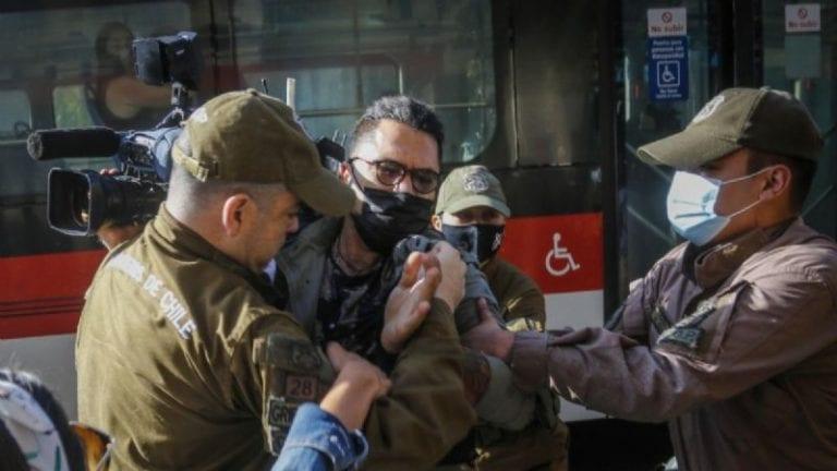 Colegio de Periodistas condena detención de camarógrafo de CNN Chile