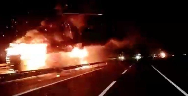 Nuevo ataque en La Araucanía deja 4 camiones quemados y la Ruta 5 Sur cortada