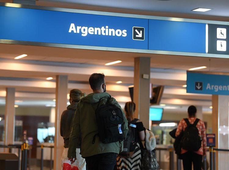 Argentina mantendrá cerradas sus fronteras para extranjeros no residentes durante todo febrero