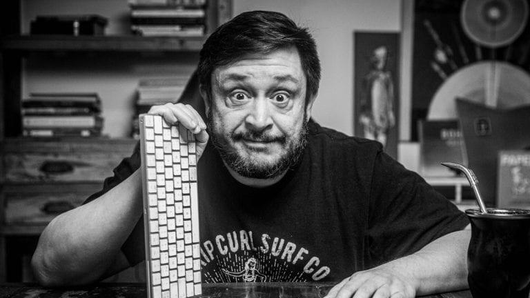Hernán Casciari,fenómeno literario argentino llega a Chile con dos espectáculos online