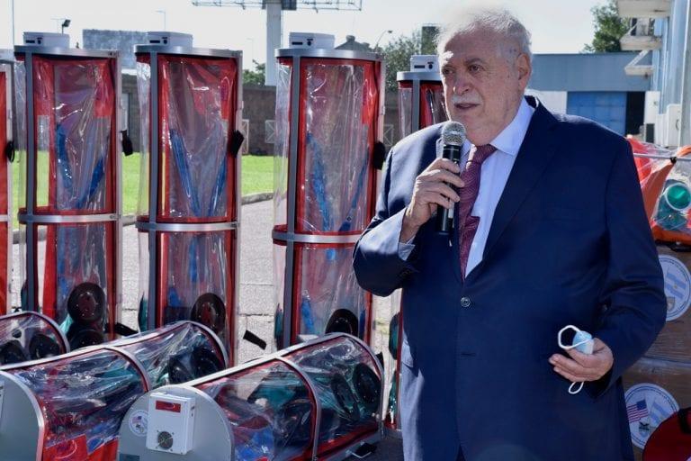 Argentina complicada por falta de vacunas y vacunación VIP: Gobierno saca al ministro de Salud