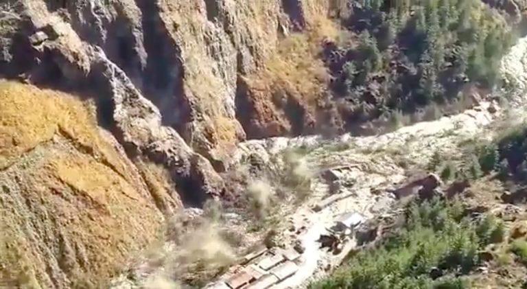 Glaciar del Himalaya se rompe en India, alrededor de 125 desaparecidos en inundaciones