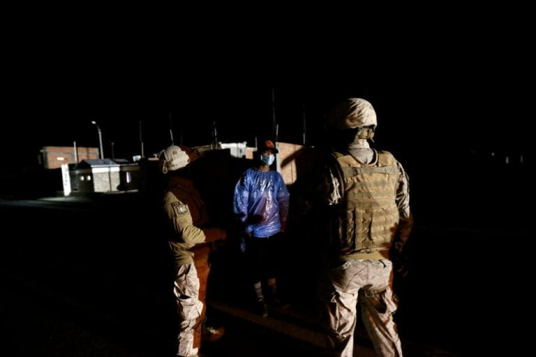Chile expulsará 100 migrantes ante crisis humanitaria en la frontera norte