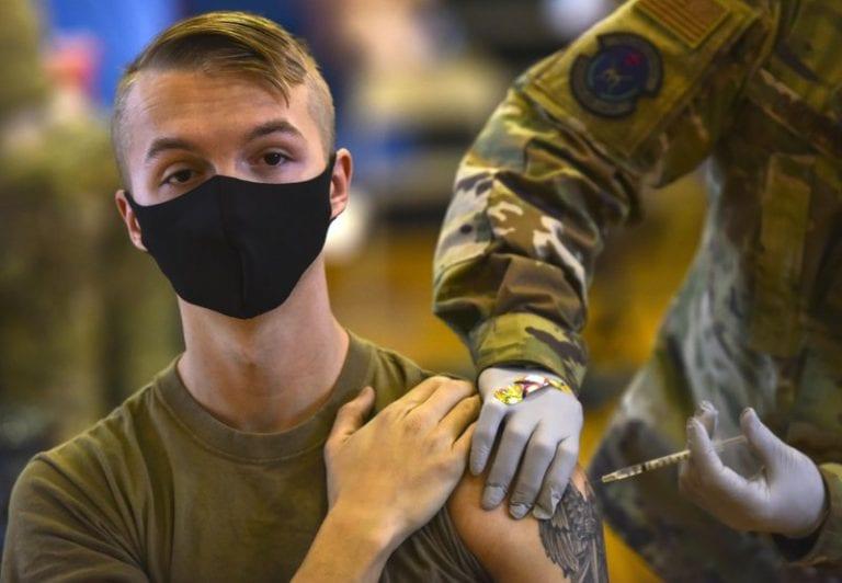 Miles de militares EEUU se niegan a vacunarse contra COVID