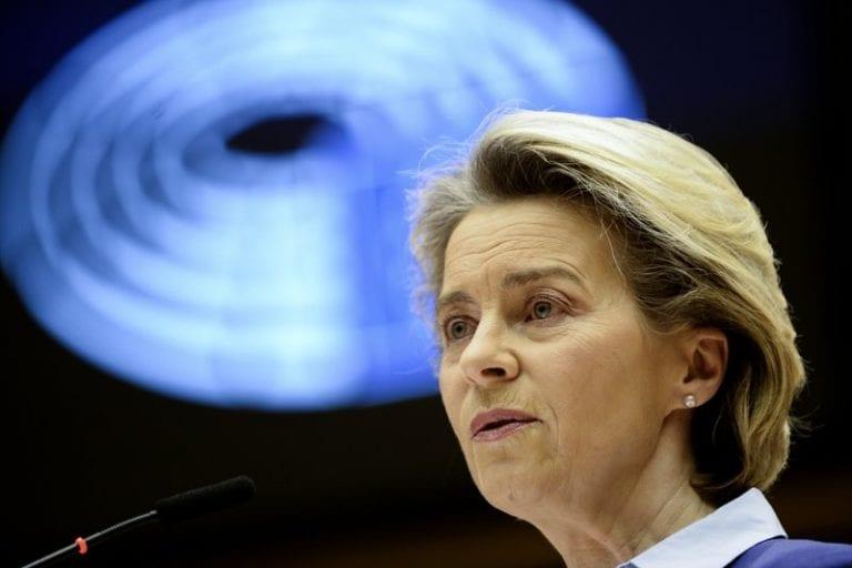 La UE admite retrasos y exceso de confianza con las vacunas