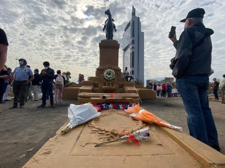 """Presidente recalca categóricamente que """"vamos a reponer la estatua del general Baquedano en la plaza Baquedano"""""""